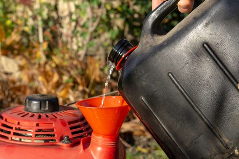 Can You Use Car Oil In A Lawnmower?